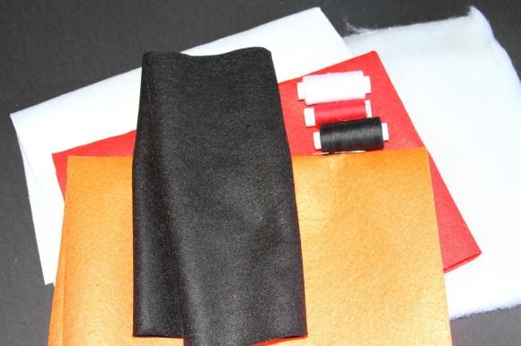 Materiales para hacer un Angry Birds Rojo de peluche con fieltro