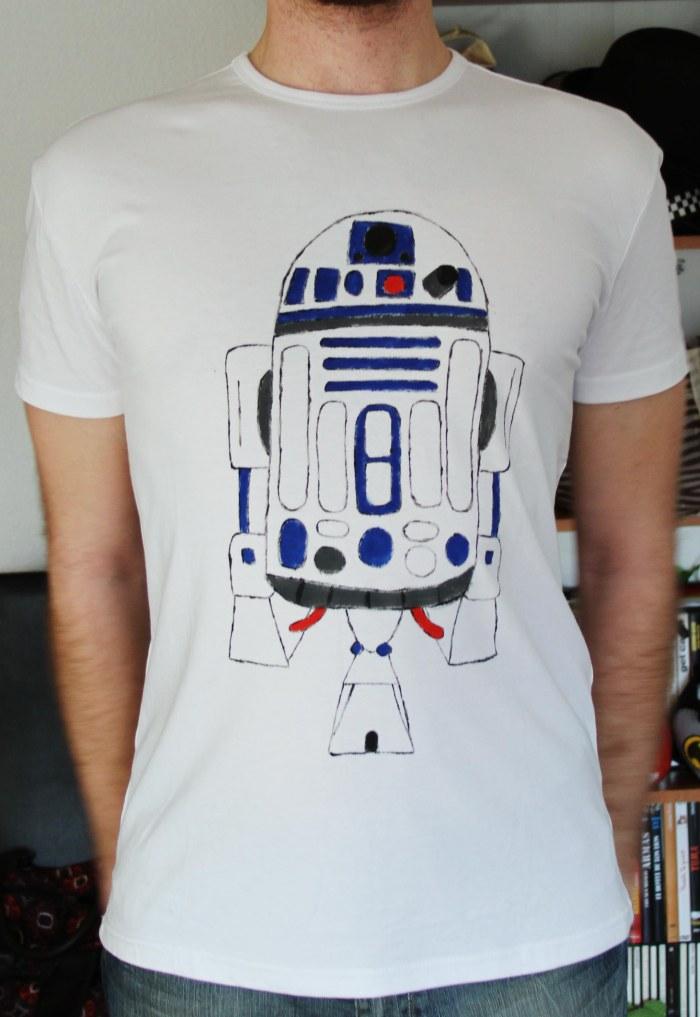 Camiseta personalizada con un diseño del R2D2 el androide de las guerra de las galaxias