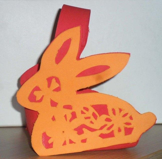 Cómo hacer una cesta en forma de conejito de Pascua.