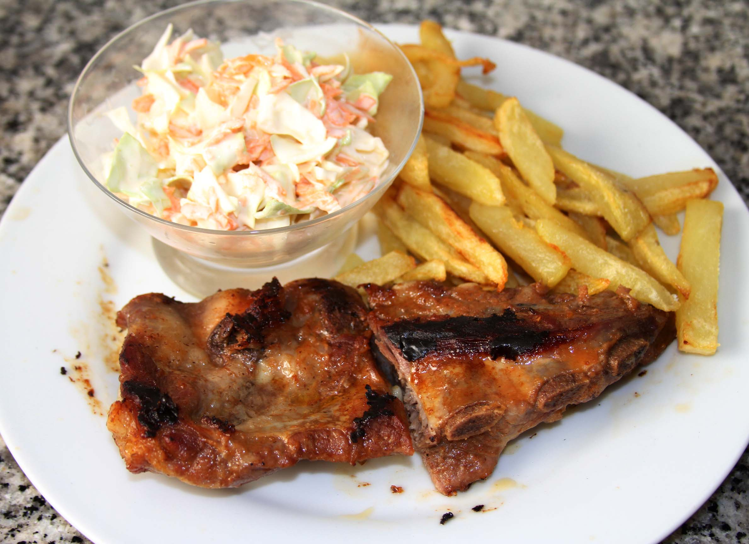 Costillas barbacoa con ensalada de col bbq ribs receta for Barbacoa bbq
