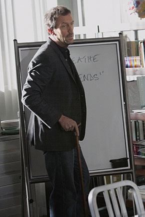 El doctor House frente a su pizarra en uno de sus casos