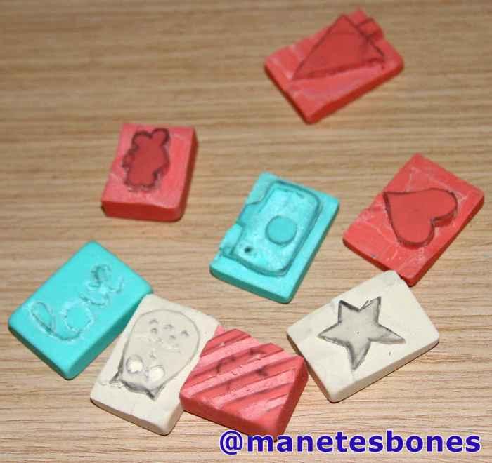 C mo hacer sellos con goma de borrar manetes bones for Como hacer sellos