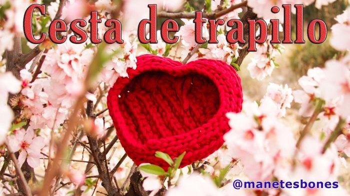 Cesta de trapillo rojo en forma de corazón