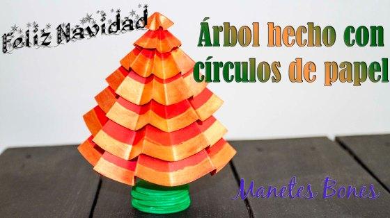 Árbol de Navidad hecho con círculos de papel