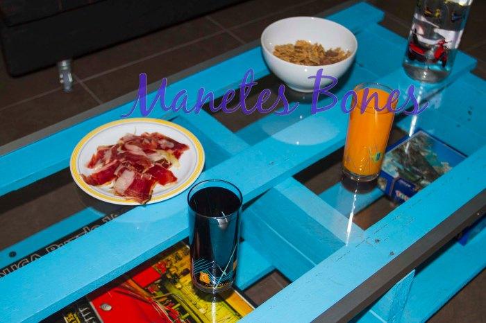 Mesa de salón hecha con palé