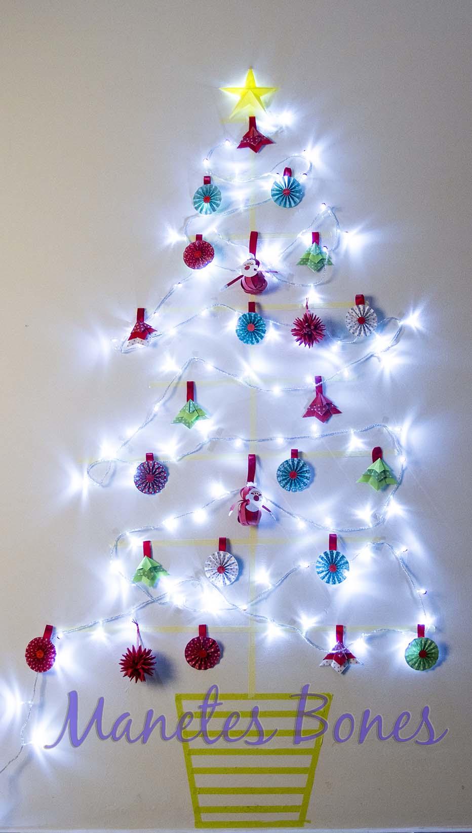 El rbol de navidad el washi tape la pared las luces y - Arbol de navidad hecho de luces ...