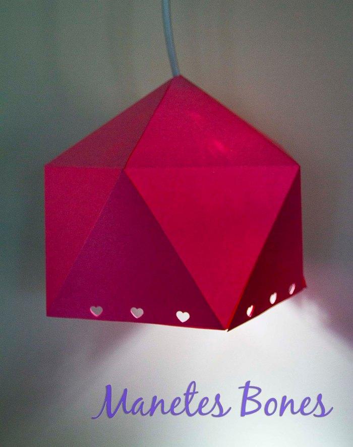Lámpara hecha con cartulina