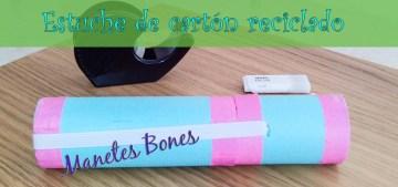 Estuche hecho con un tubo de cartón reciclado
